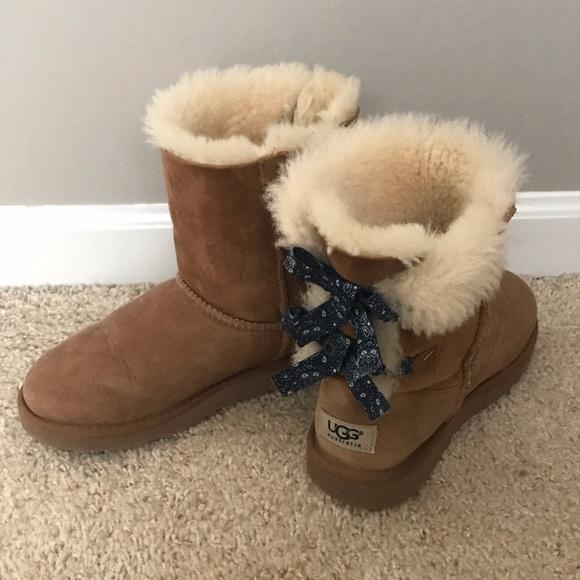 df67a73f737 Girls UGG Boots w/Blue Bandanna Bows- size 3